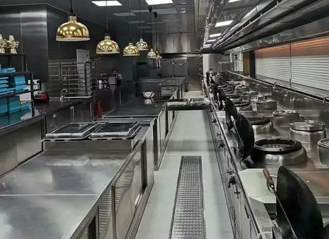 长城烤鸭店